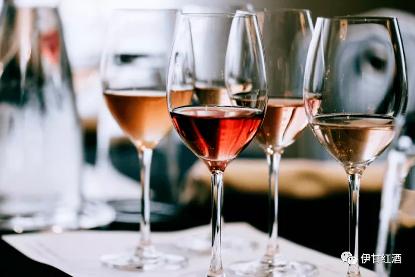 白葡萄酒和红酒哪个更好